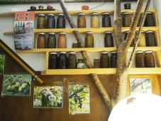 自家製で能登当地の木の実などを漬けられてます